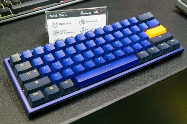 Ducky_ONE_2_Mini_03.jpg