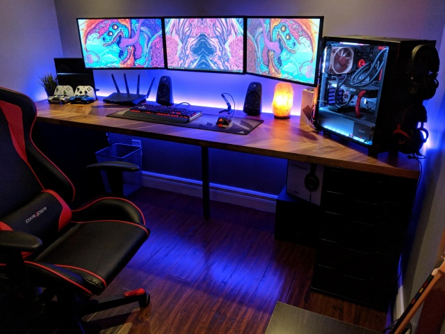 PC_Desk_MultiDisplay121_87.jpg
