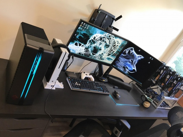 PC_Desk_MultiDisplay122_92.jpg