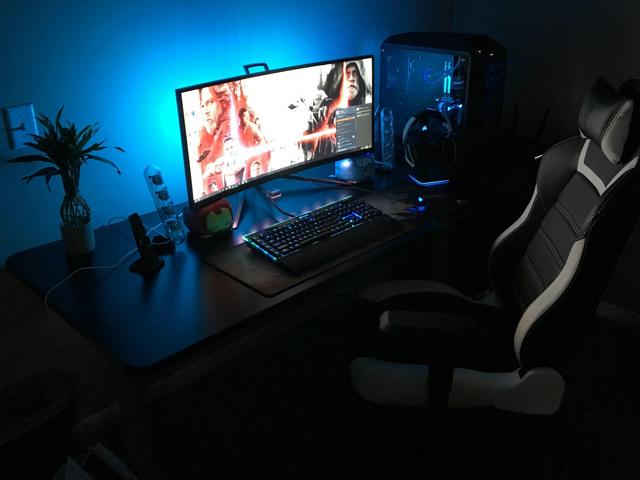 PC_Desk_UltlaWideMonitor32_04.jpg