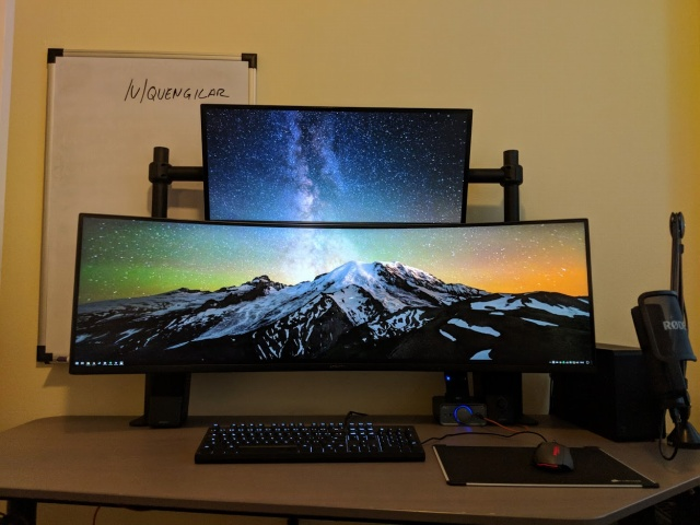 PC_Desk_UltlaWideMonitor32_100.jpg