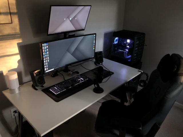 PC_Desk_UltlaWideMonitor32_25.jpg
