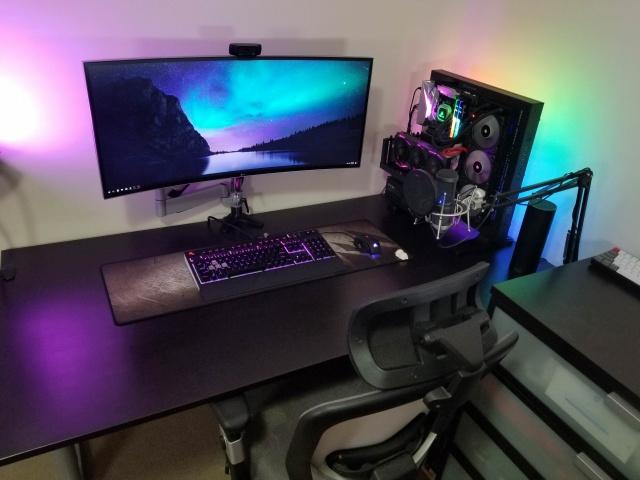 PC_Desk_UltlaWideMonitor32_26.jpg