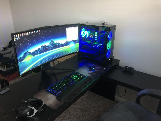 PC_Desk_UltlaWideMonitor32_29.jpg