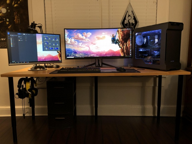 PC_Desk_UltlaWideMonitor32_30.jpg