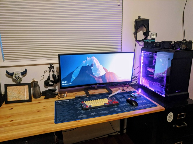 PC_Desk_UltlaWideMonitor32_44.jpg