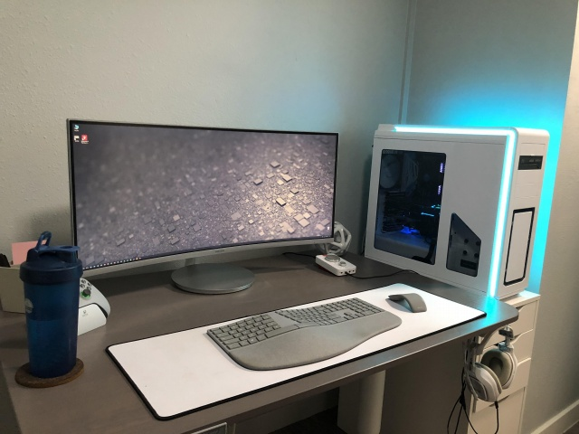 PC_Desk_UltlaWideMonitor32_46.jpg