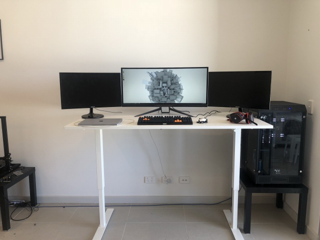PC_Desk_UltlaWideMonitor32_80.jpg