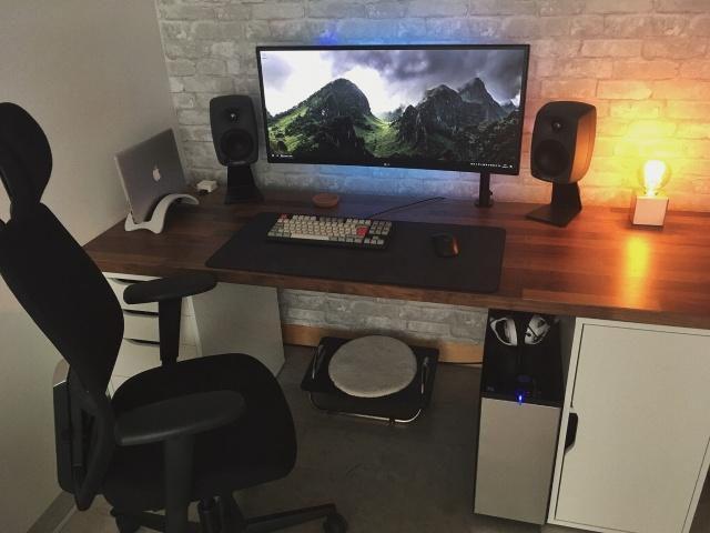 PC_Desk_UltlaWideMonitor32_84.jpg