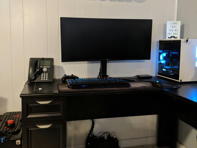 PC_Desk_UltlaWideMonitor32_93.jpg