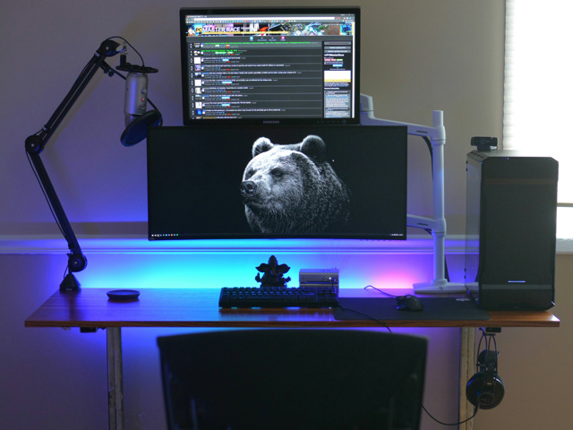 PC_Desk_UltlaWideMonitor32_97.jpg