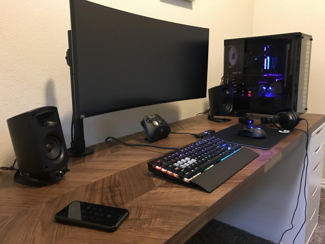 PC_Desk_UltlaWideMonitor33_12-.jpg