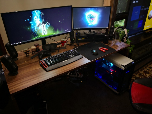 PC_Desk_UltlaWideMonitor33_13.jpg