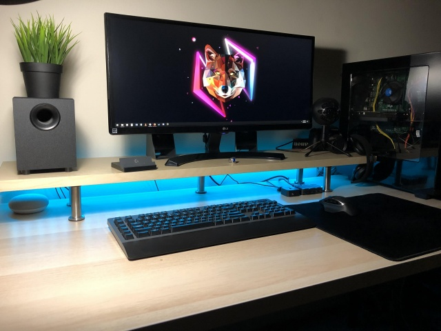 PC_Desk_UltlaWideMonitor33_20.jpg