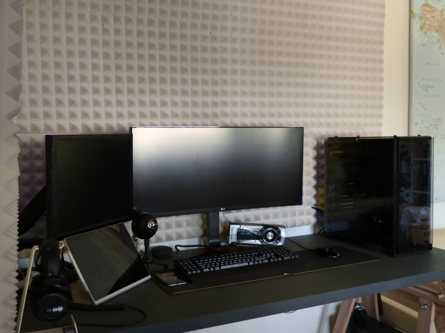 PC_Desk_UltlaWideMonitor33_27.jpg
