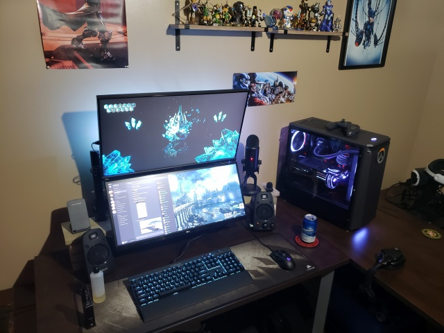 PC_Desk_UltlaWideMonitor33_28.jpg