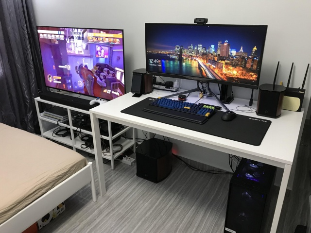 PC_Desk_UltlaWideMonitor33_34.jpg