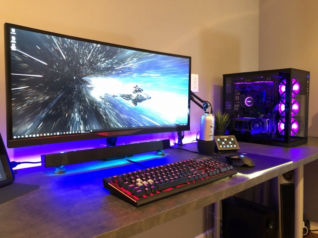PC_Desk_UltlaWideMonitor33_42.jpg