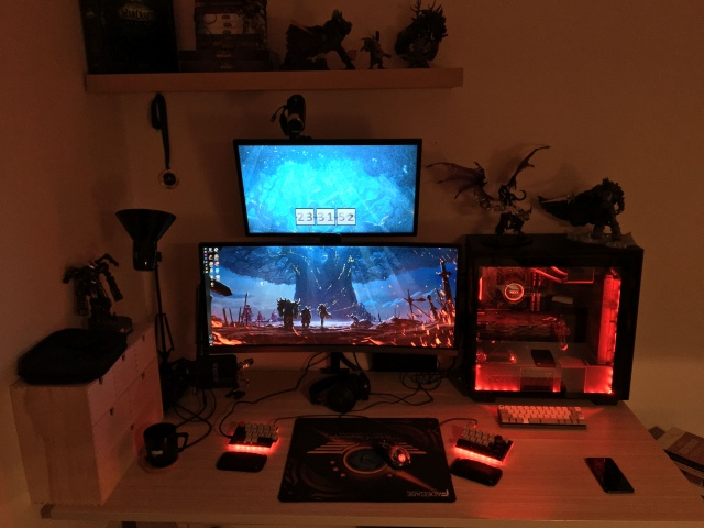 PC_Desk_UltlaWideMonitor33_47.jpg