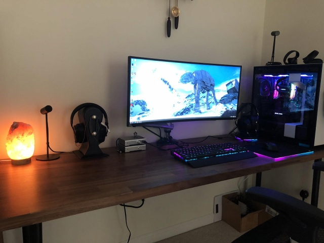 PC_Desk_UltlaWideMonitor33_51.jpg