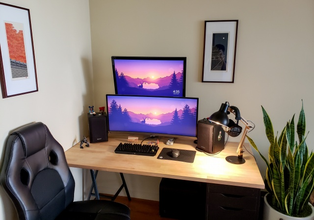 PC_Desk_UltlaWideMonitor33_64.jpg