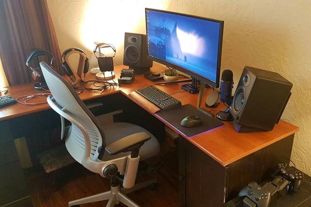PC_Desk_UltlaWideMonitor33_79.jpg