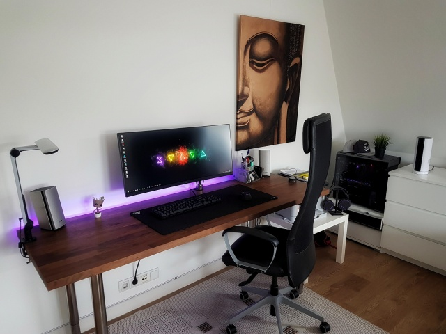 PC_Desk_UltlaWideMonitor33_81.jpg