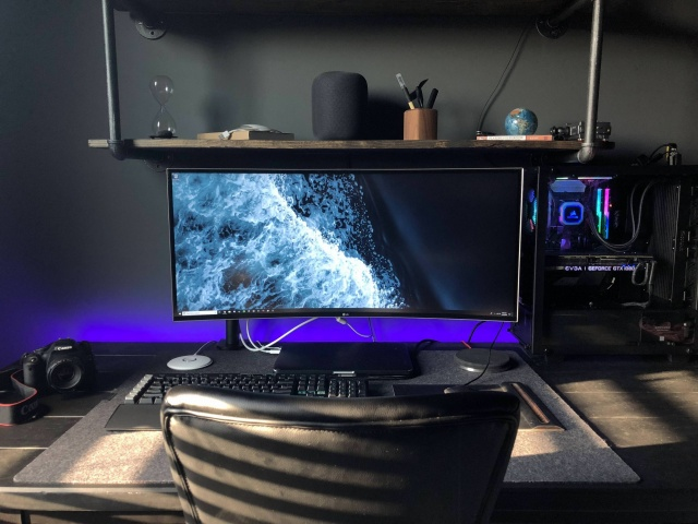 PC_Desk_UltlaWideMonitor33_91.jpg