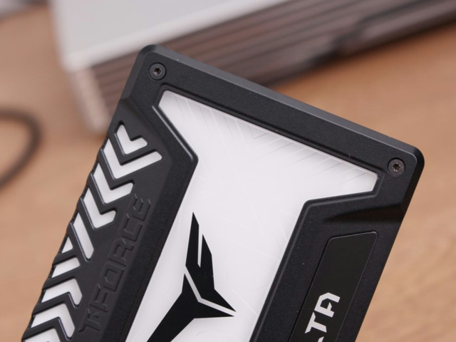 T-FORCE_DELTA_RGB_SSD_08.jpg