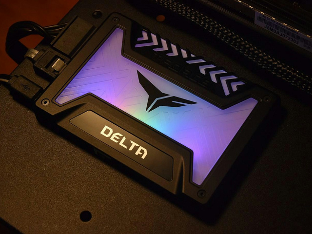 T-FORCE_DELTA_RGB_SSD_09.jpg
