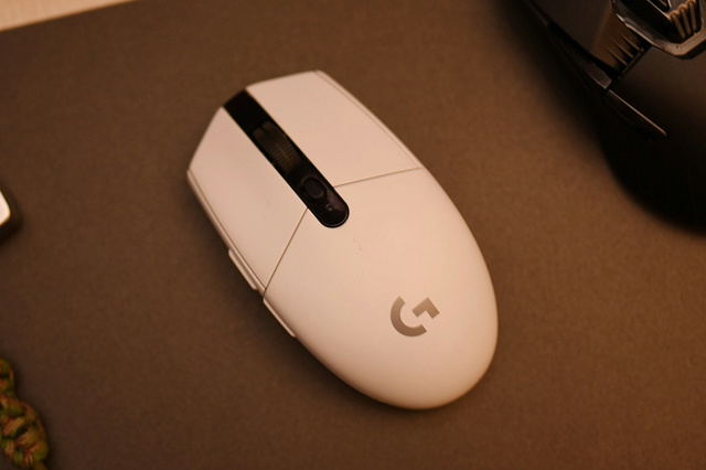 Wireless_Gaming_Mouse_201806_05.jpg