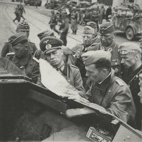 Rommel instruieren die Strategie für die Festung