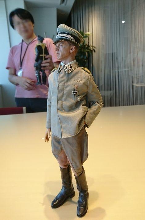 SS-Brigadeführer Johann Schmidt越しの…