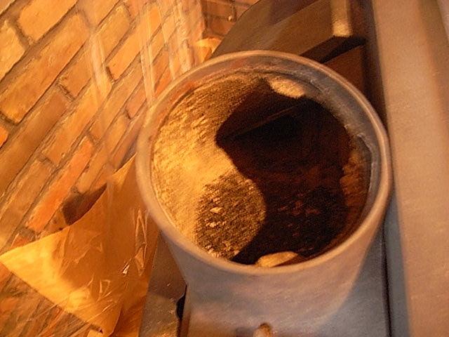 煙突掃除ストーブの煤