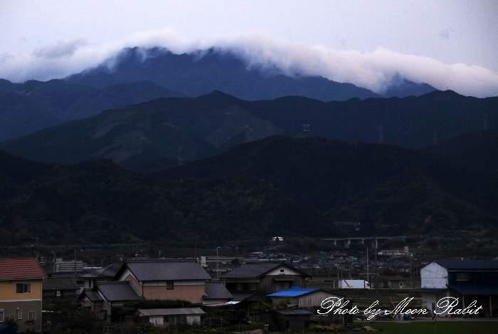 雲をかぶる石鎚山 愛媛県西条市禎瑞
