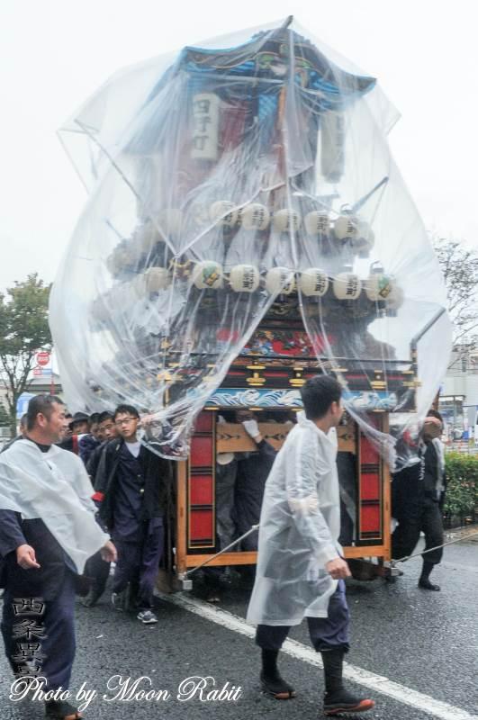 雨中の統一運行 四軒町だんじり(屋台)