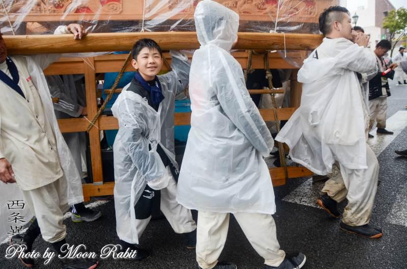 雨中の統一運行 喜多町だんじり(屋台)