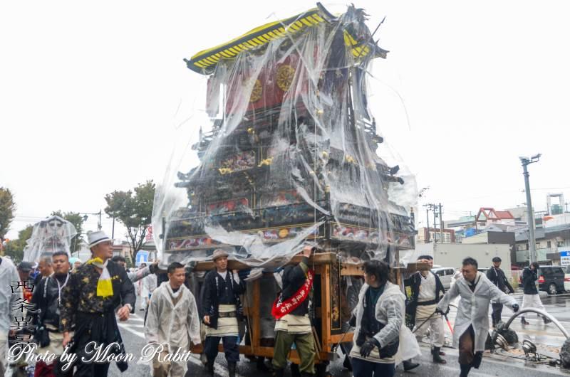 雨中の統一運行 魚屋町だんじり(屋台)