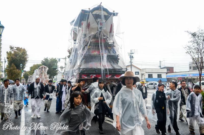 雨中の統一運行 松之巷だんじり(屋台)