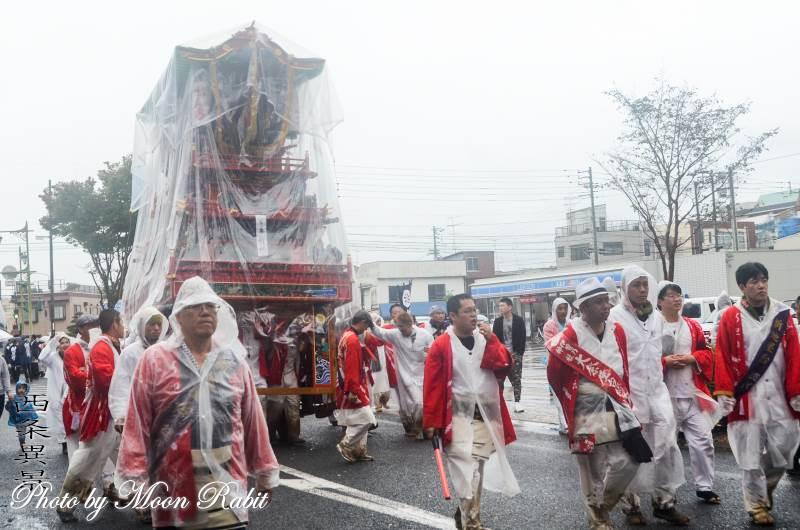 雨中の統一運行 新地だんじり(屋台)