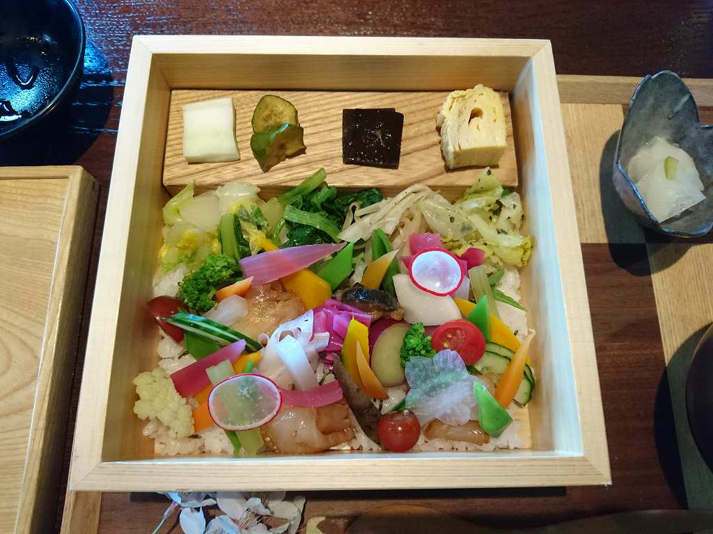 彩の合わせ箱が繊細!「ゆふいん 山椒郎(大分県由布市)」でランチ☆