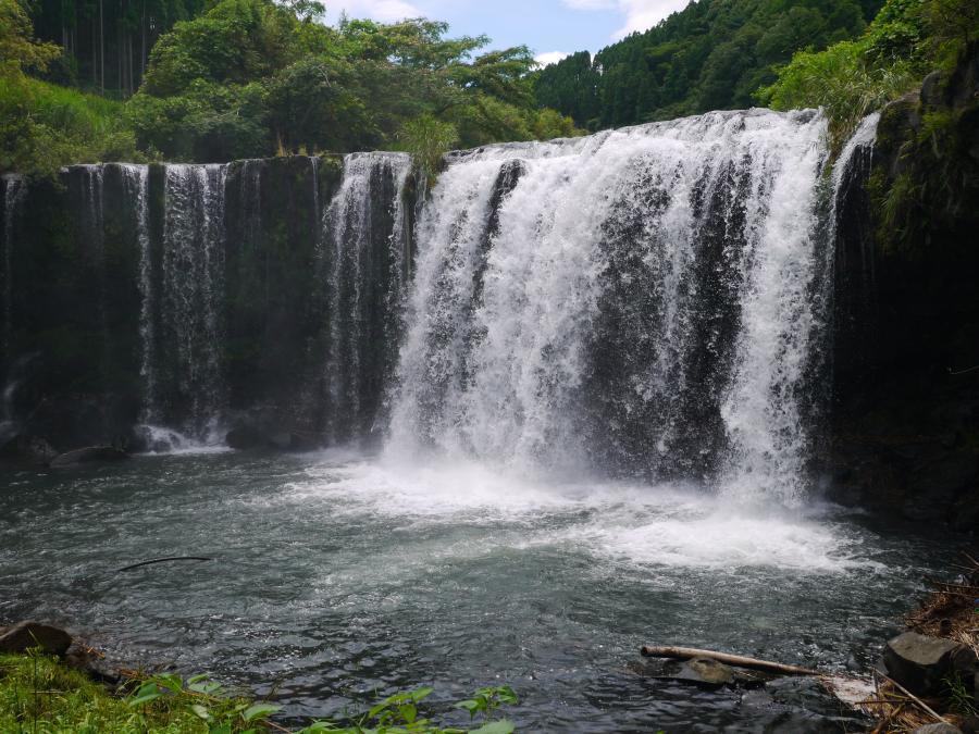 九重の名瀑!迫力の「仙洞の滝(大分県九重町)」
