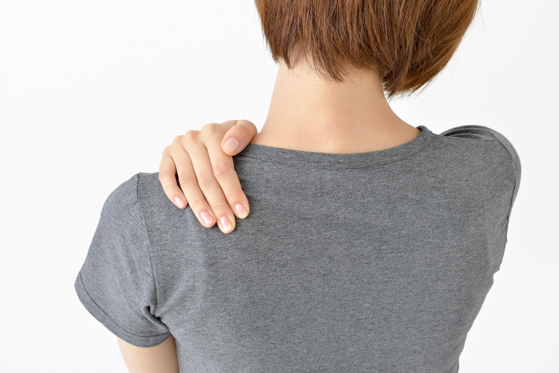 肩こり女性後姿半袖Tシャツ