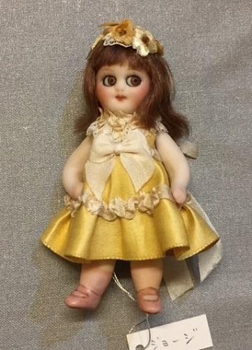 黄色いドレスのジョージ