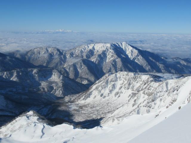11月27日 奥には霊峰白山