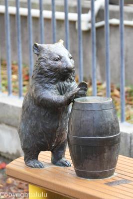 五月山動物園 ウォンバット 銅像